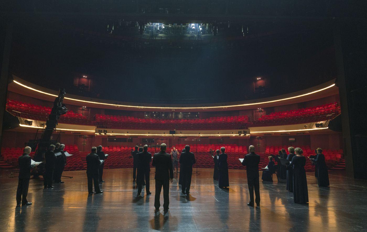 Voices out of Silence, Lorenzo Viotti & DNO Chorus © Marco Borggreve, De Nationale Opera
